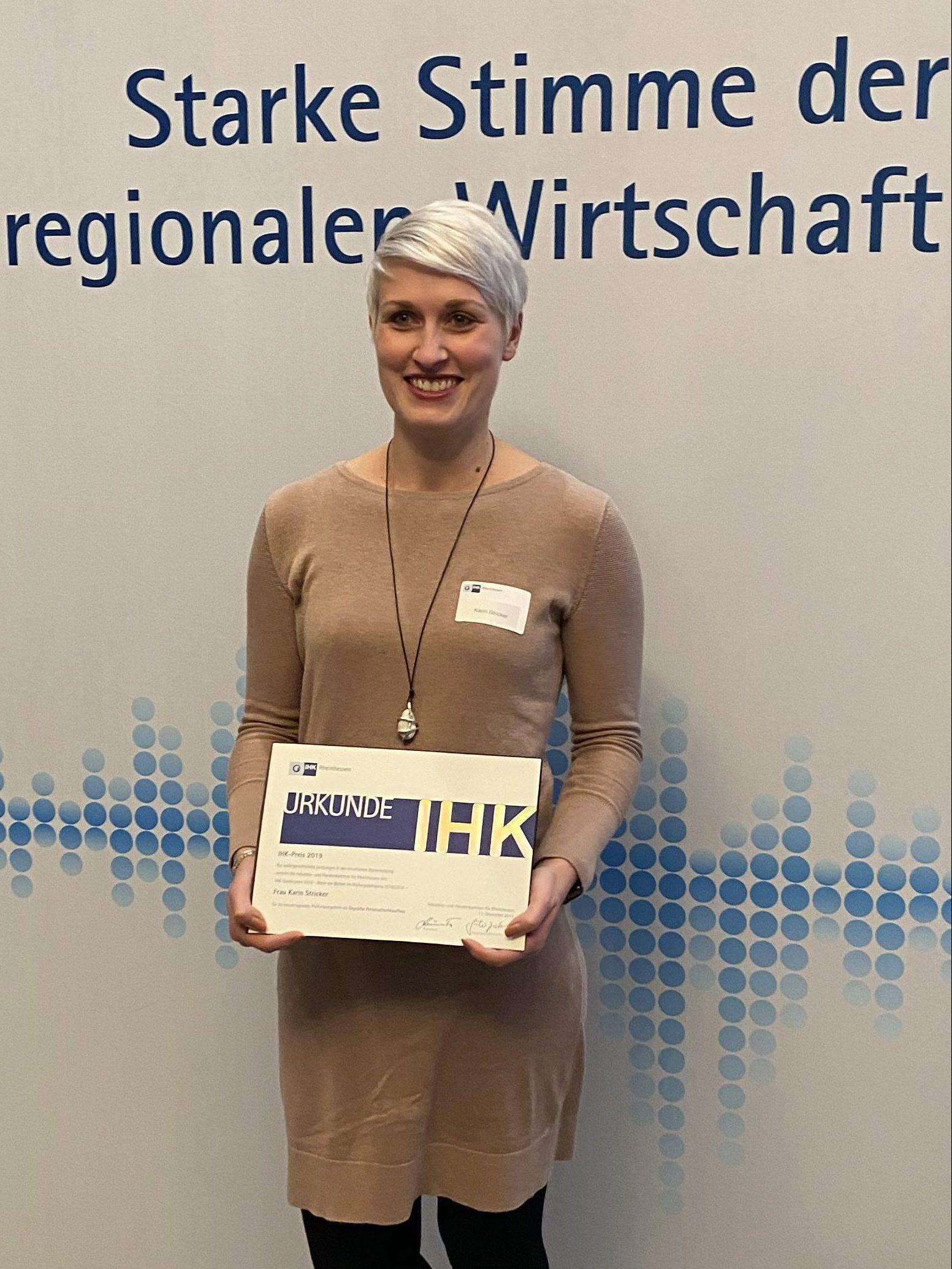 """*** IHK Sonderpreis """"Beste der Besten"""" 2019 geht zum 5. Mal in Folge an Lehrgangsteilnehmerin von eo ipso ***"""